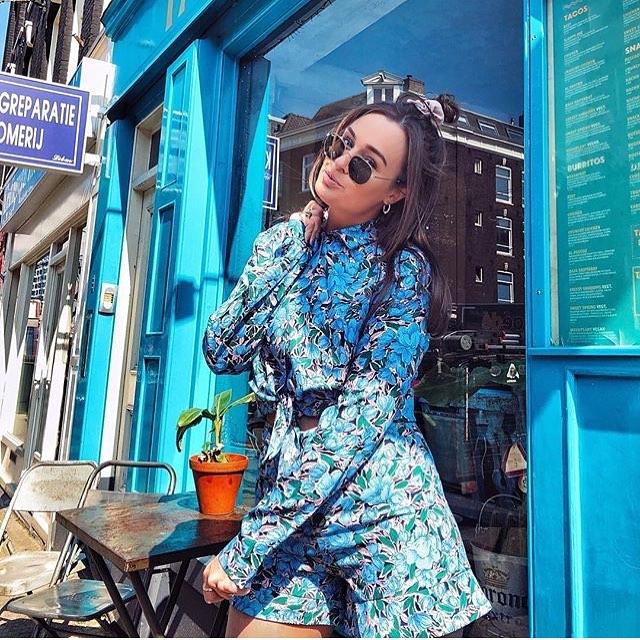 You can walk a fashionshow everyday, the world is your runway💁♀️ Short  39,95 Blouse 39,95 . . . . . #proostinoost #javastraatamsterdam #sumatrastraat #genieten #holiday #oosterparkwijk #sunshine #beukenpleindaarmoetjezijn #pashokjeamsterdam #nice #amsterdamshopping #terrasje