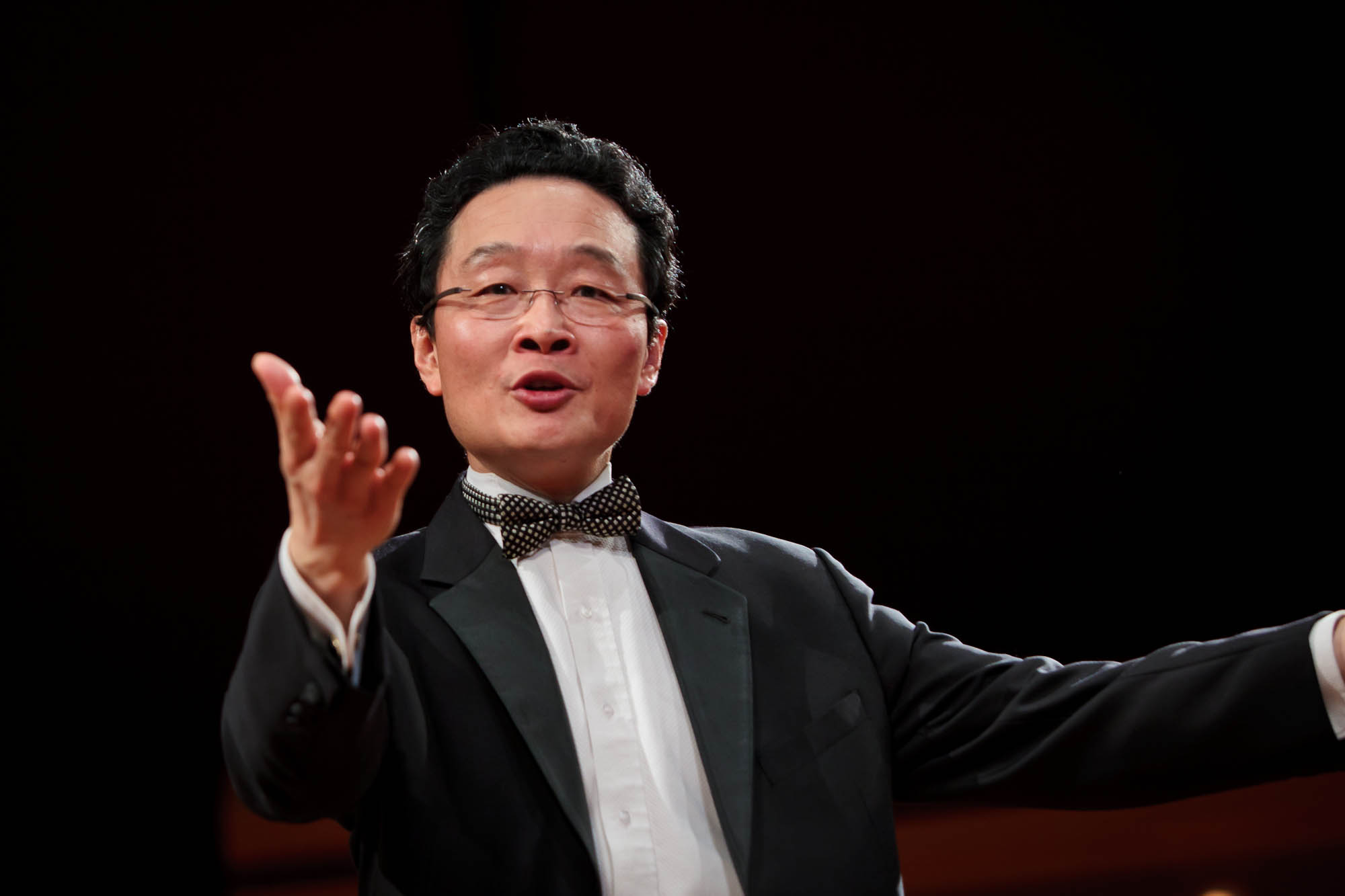 11- Maestro conducting.jpg