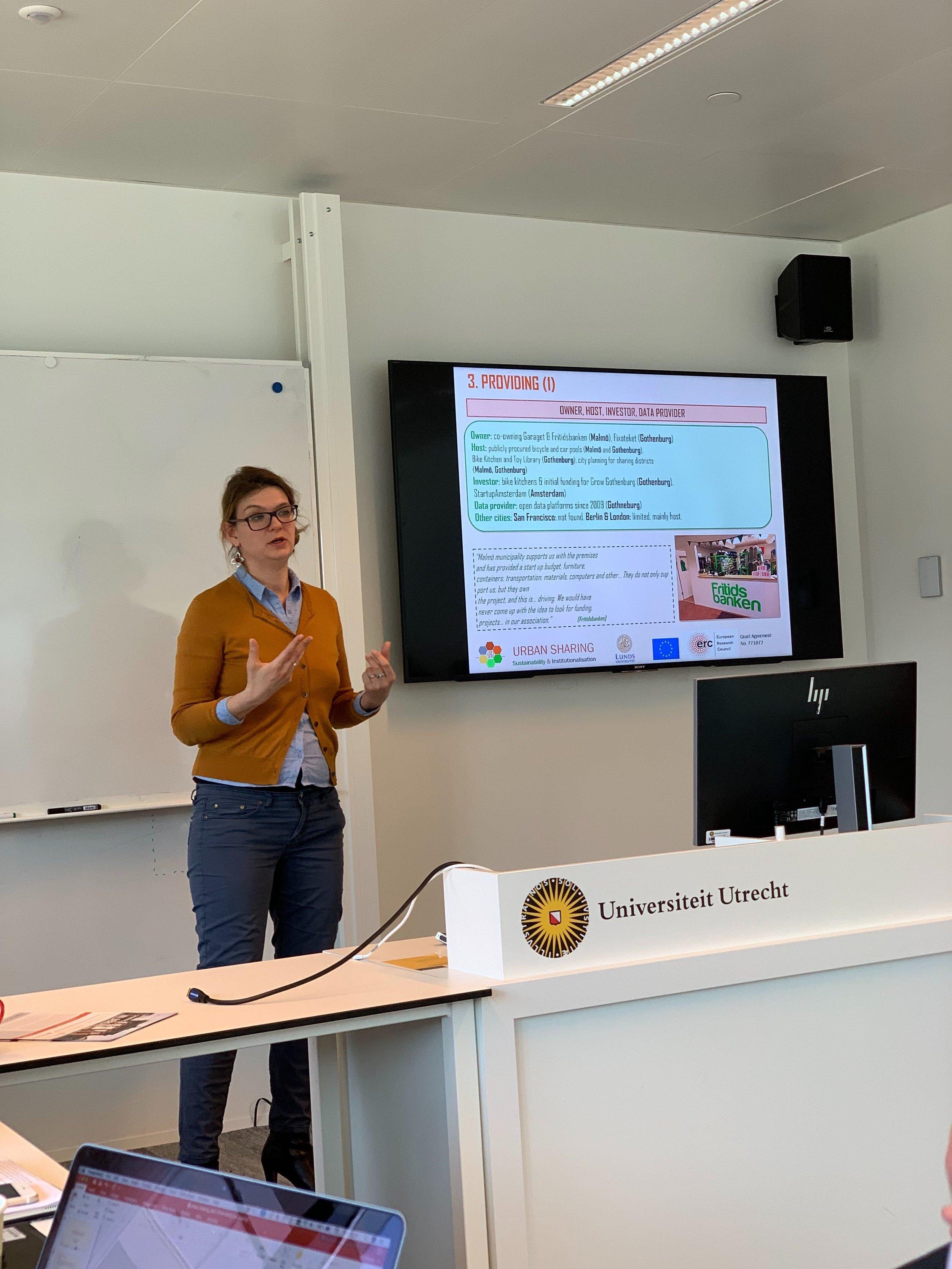 Yuliya Voytenko Palgan is presenting on the role of the city governance at Utrecht University.
