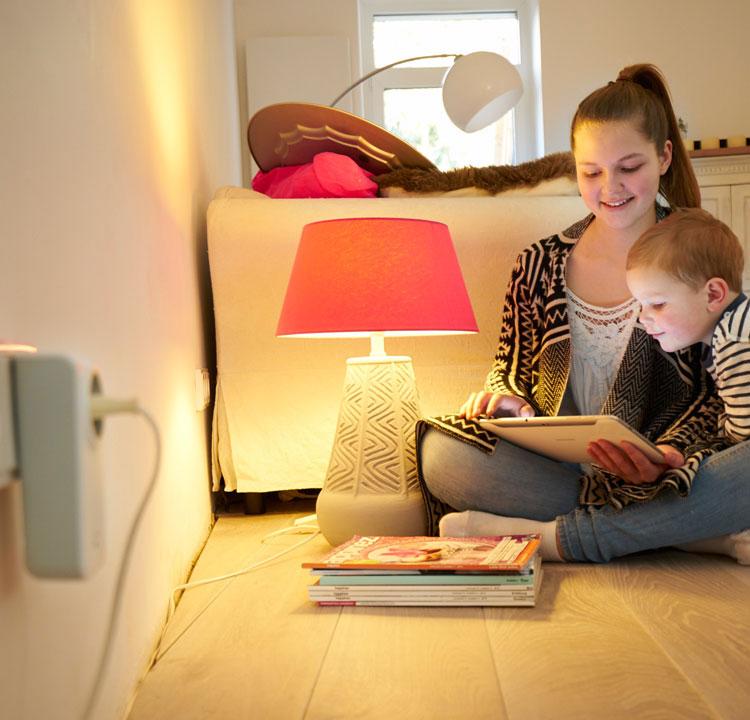 SmartHome: Erwecke Dein Zuhause zum Leben - Ein intelligentes Zuhause steigert Ihre Wohn- und Lebensqualität. Sie gewinnen mehr Zeit, sparen Energie und fühlen sich sicherer. Ob Haus oder Wohnung - viele Aufgaben lassen sich einfach automatisieren.