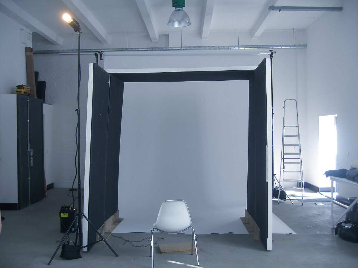 """I call this setup my """"Black Box"""" and the end result looks very much like soft daylight. (Click on the image to see the photos that were made during that particular session.)"""