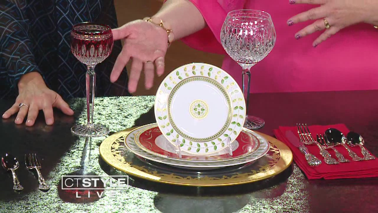 Christmas - -Bring back the goblets! There is something regal and glam by holding and drinking from this type of cup.-Incorporate traditional greens and reds, but mix your golds and silvers too. -Layout the full group of cutlery or find the