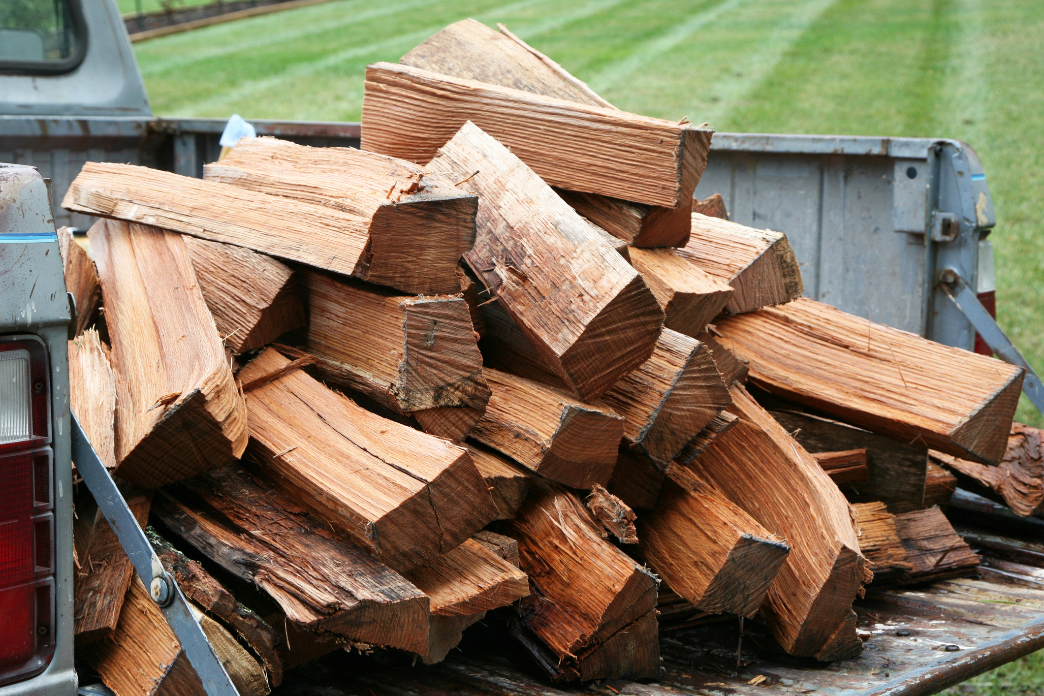 The average pickup truck can not hold an entire cord of wood.