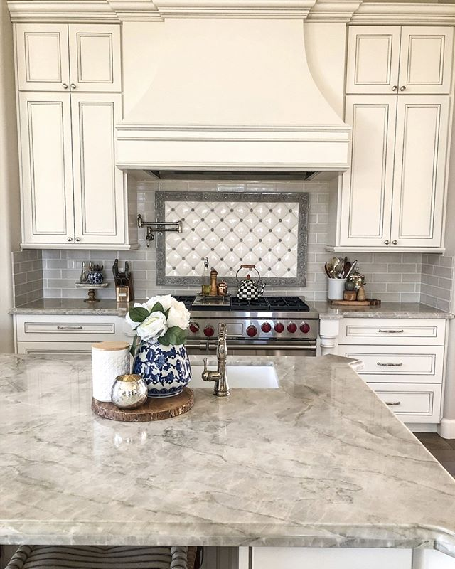 In case you've missed this beautiful kitchen design by @azdecorating_amy, here is another angle featuring our Quemere Designs backsplash 😍 Amazing work!  #handmadetile #handpaintedtile #handcarved #ceramictile #designlovers #tile #color #stylegram #interior123 #tiletuesday #interiordesign #roominspo #backsplash #walltile #tileart #dreamkitchen #design #tileconcepts #kitchendesign #bathroomdesign #homestaging #homesweethome #whitekitchencabinets #kitchenremodel #frenchcountrystyle