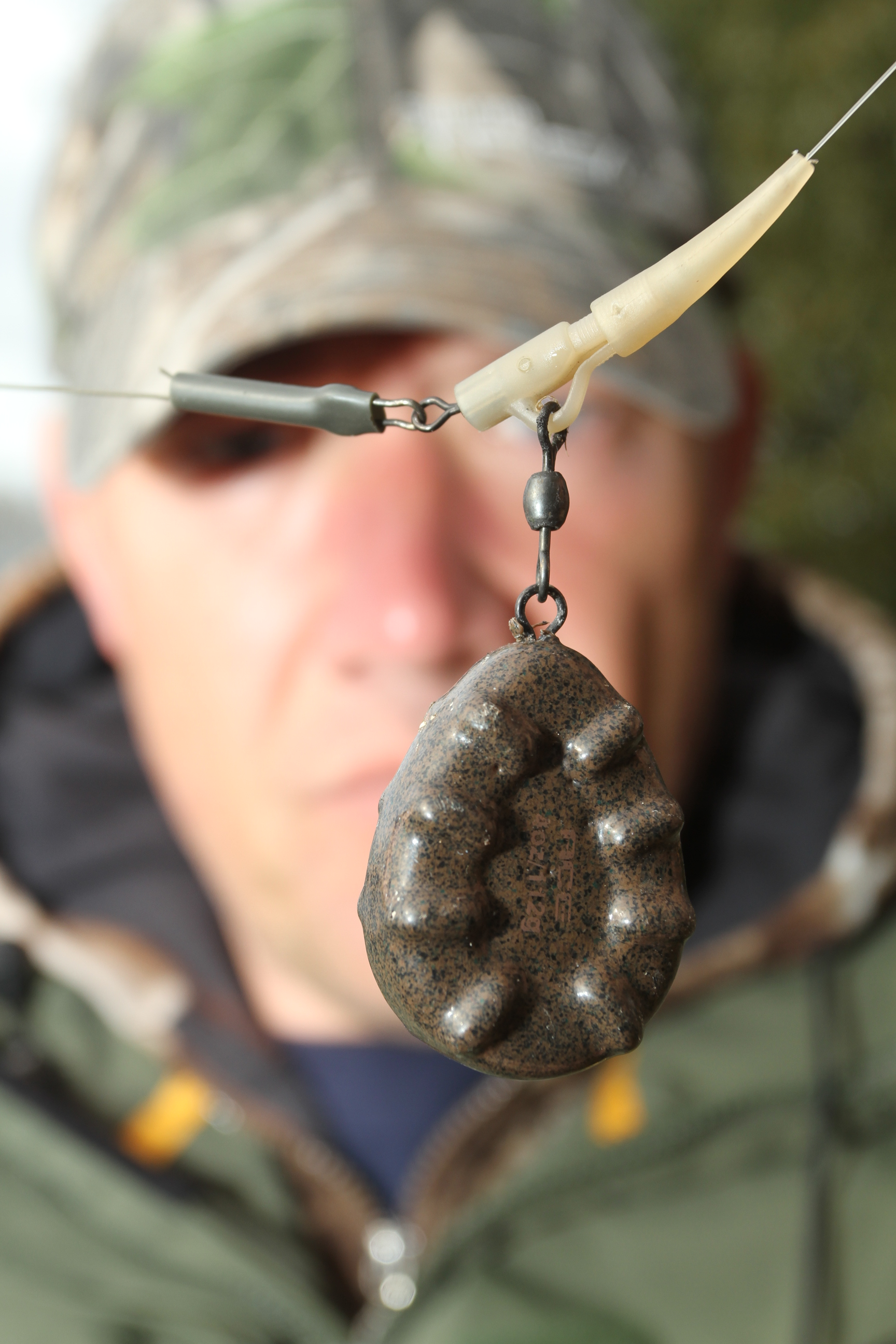 Minimum 4oz leads, and most of the time 6oz, for better hooking potential