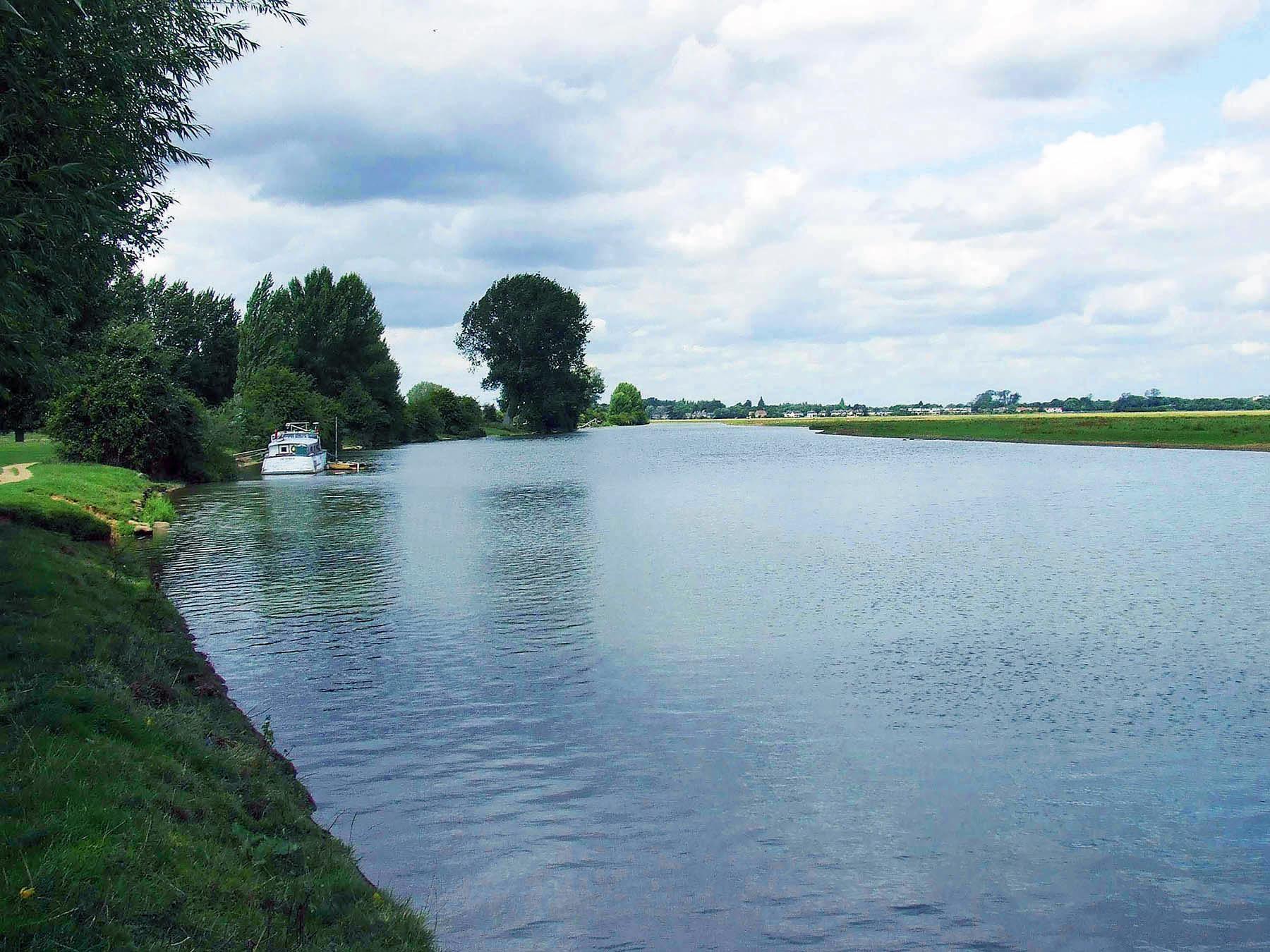 Britain's largest carp water - pic 1.jpg
