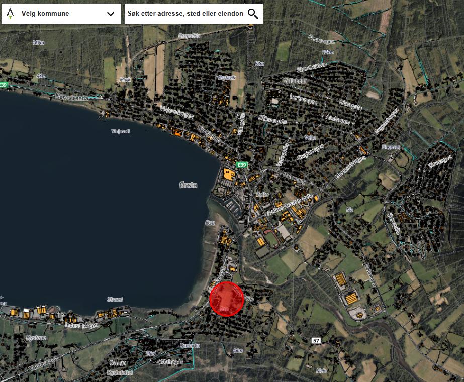 Flyfoto Ørsta sentrum. Raudt felt er arealet vi skal bygge på.