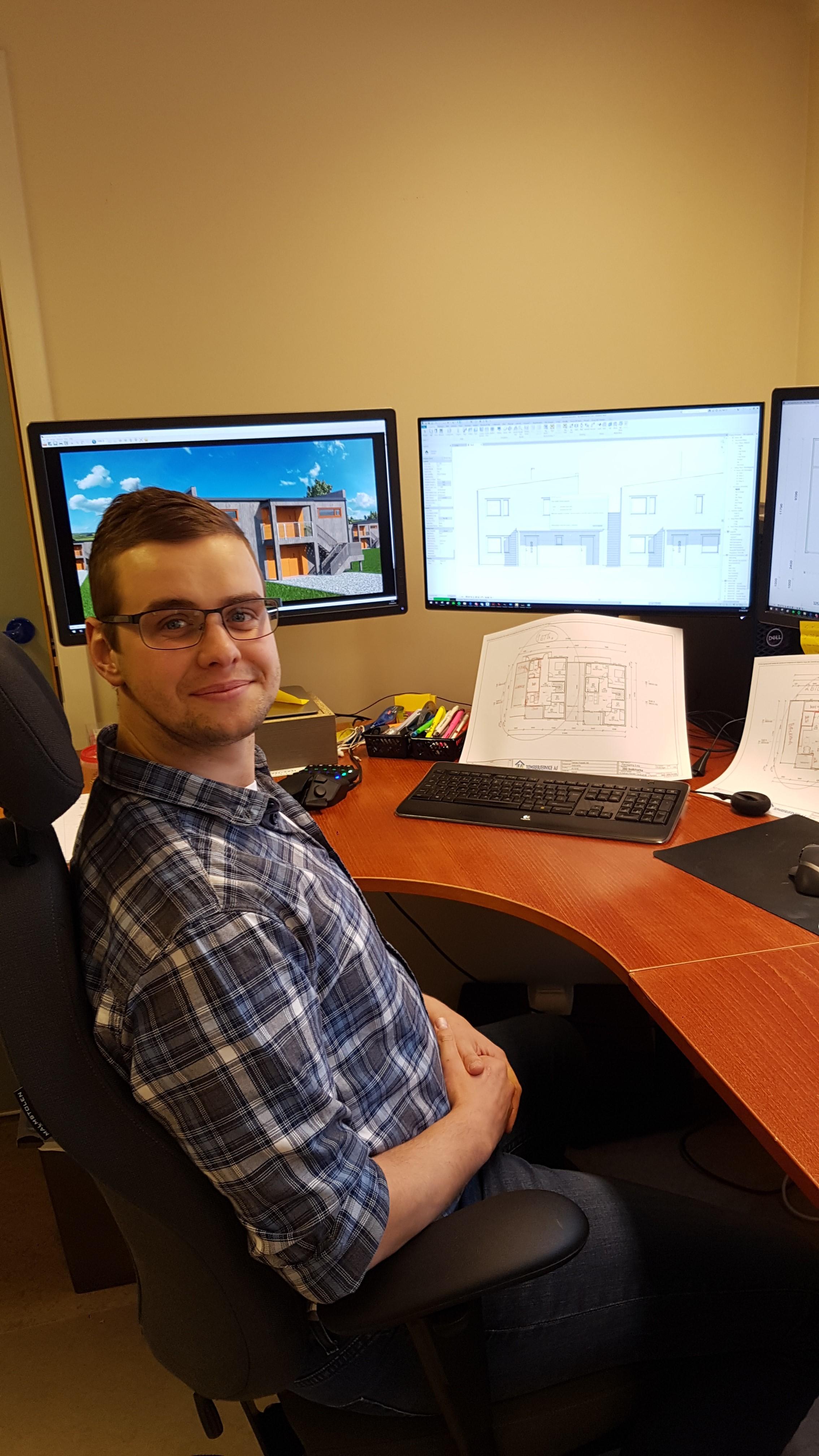Jon Randen på sitt nye kontor