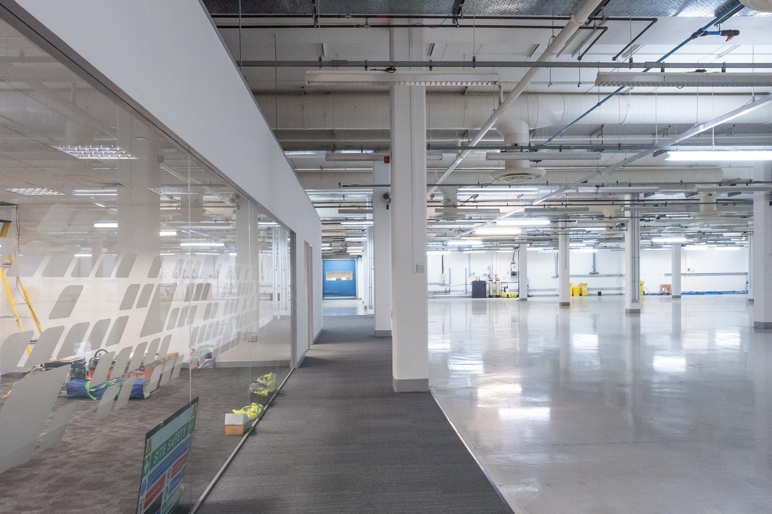 Glas partitioning high tech production area.jpg
