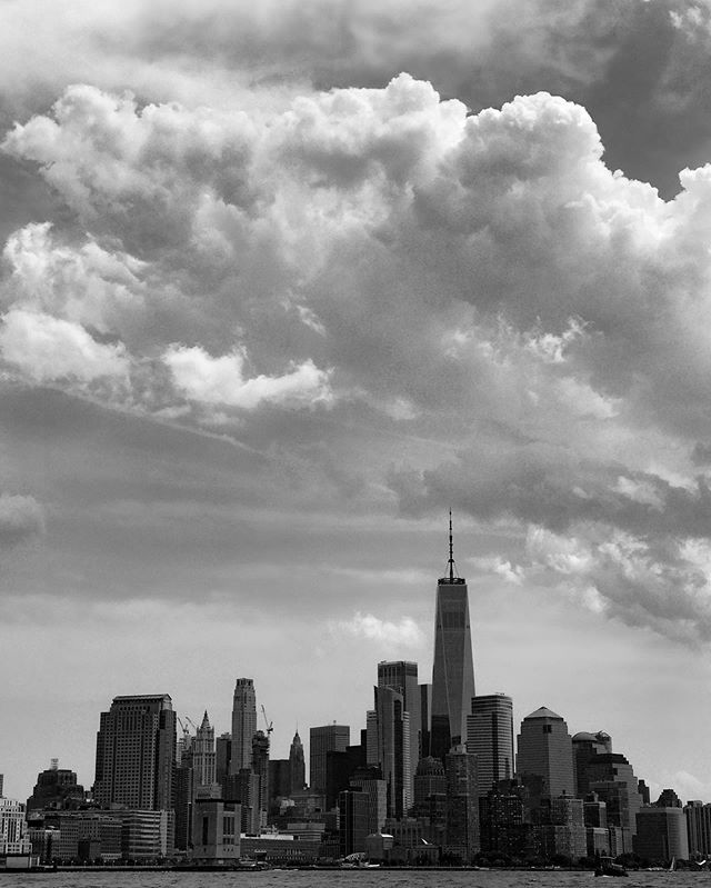 View of Lower Manhattan from the Hudson River @jboats @hudsonsailing . . . . . . . . . . . . #NewYork #NYC #Manhattan #sailing #sailinglife #explore #travelgram #travel #outdoorphotography #trippy #bw #cityphotography #blackandwhitephotography #bwphotography #adventure #adventureculture #monochrome #bnwphotography #artofvisuals #exploretocreate #visualsoflife #mood #clouds #escapism #cityscape #geography #lightandshadow #citylife #cityview #oneworldtradecenter