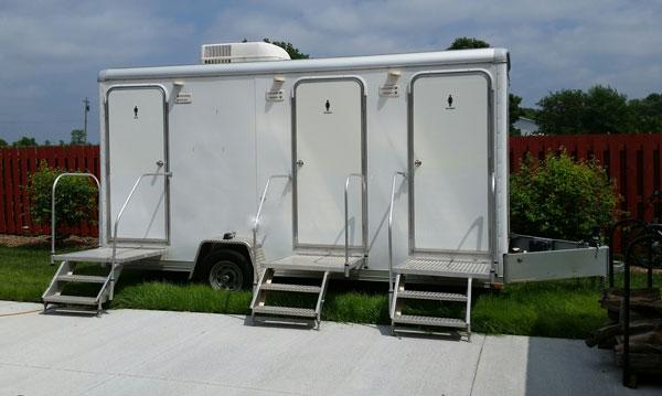 Portable_restrooms_7e0c800851b49148bf32072b4f134781.jpg