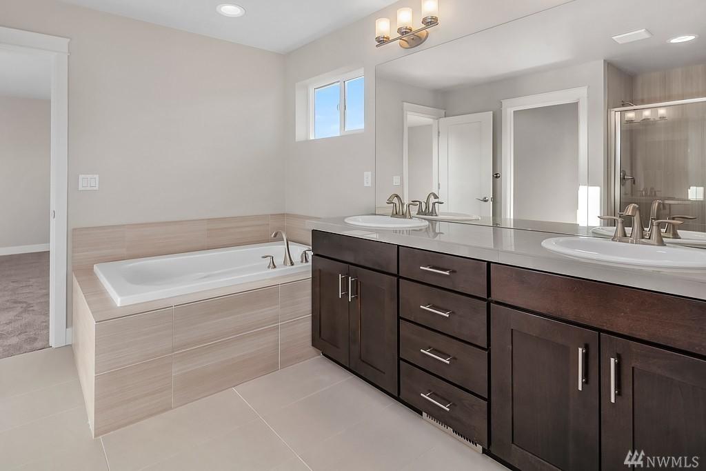 6110 37th Master Bath.jpg