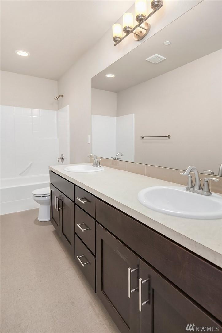 6012 Bath2.jpg