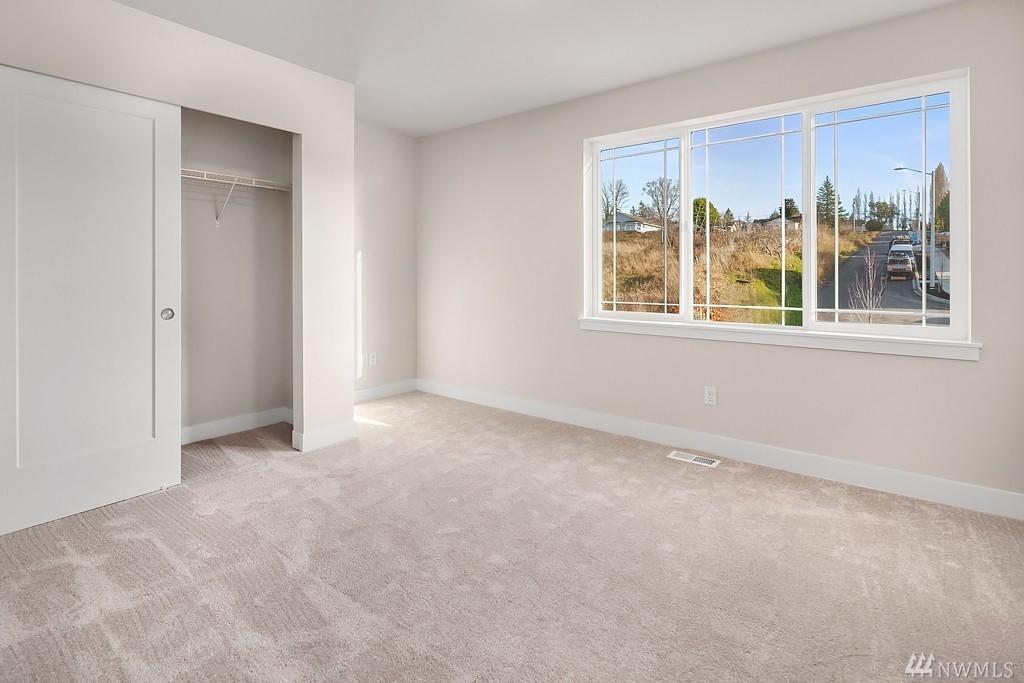 6012 Bedroom.jpg