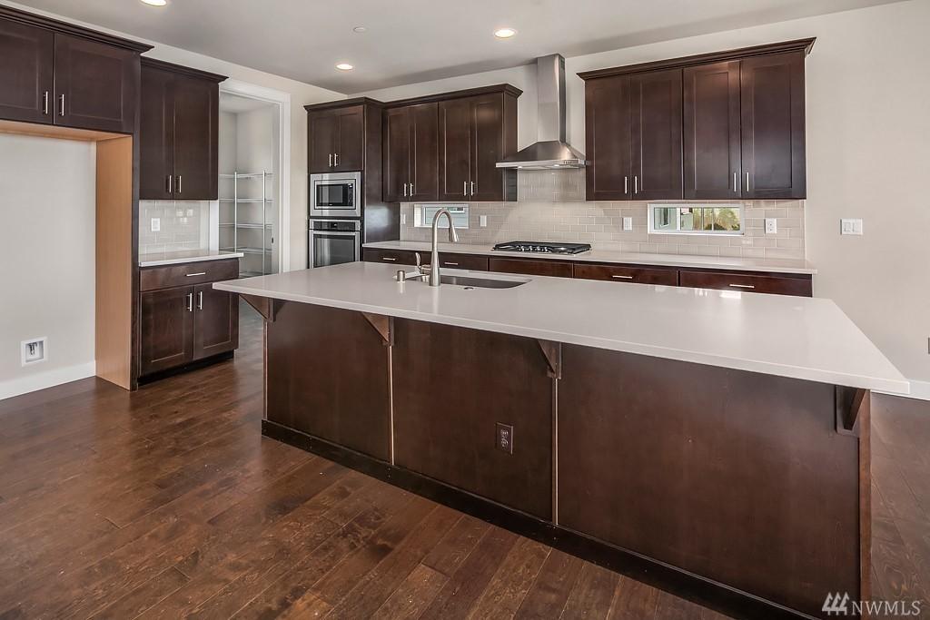 6012 Kitchen2.jpg