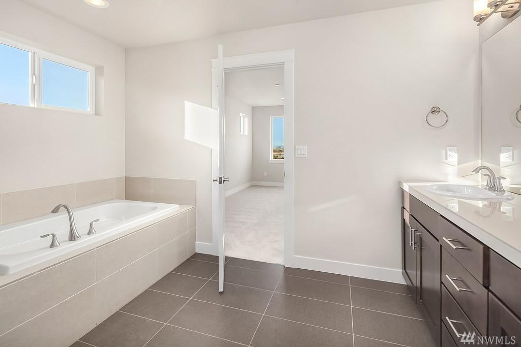 6012 Master Bath2.jpg