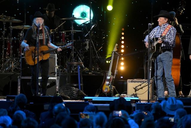 All-Star Lineup Celebrates Willie Nelson's Legacy at Bridgestone Blowout