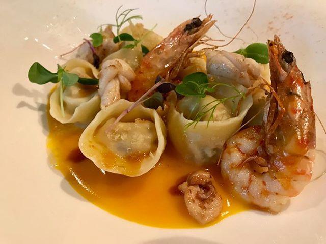 Tortelli con porcini e ricotta su crema di zucca mazzancolle e calamari