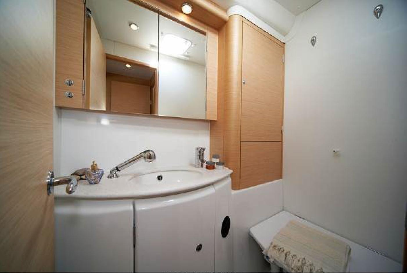 © Te Mana Travels — Catamaran restroom