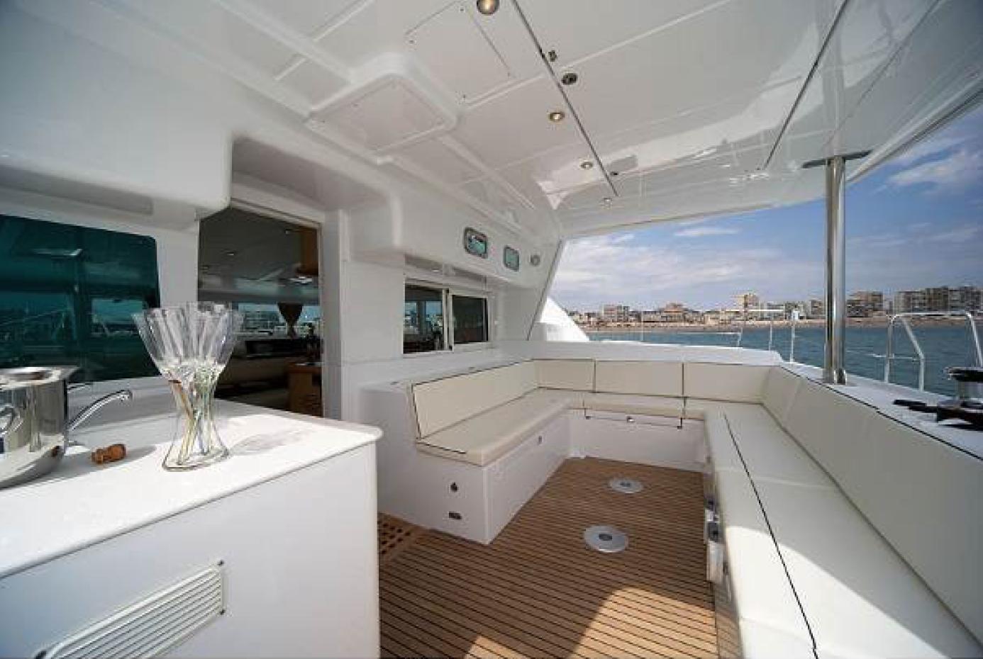 © Te Mana Travels — Ourdoor sitting area on catamaran