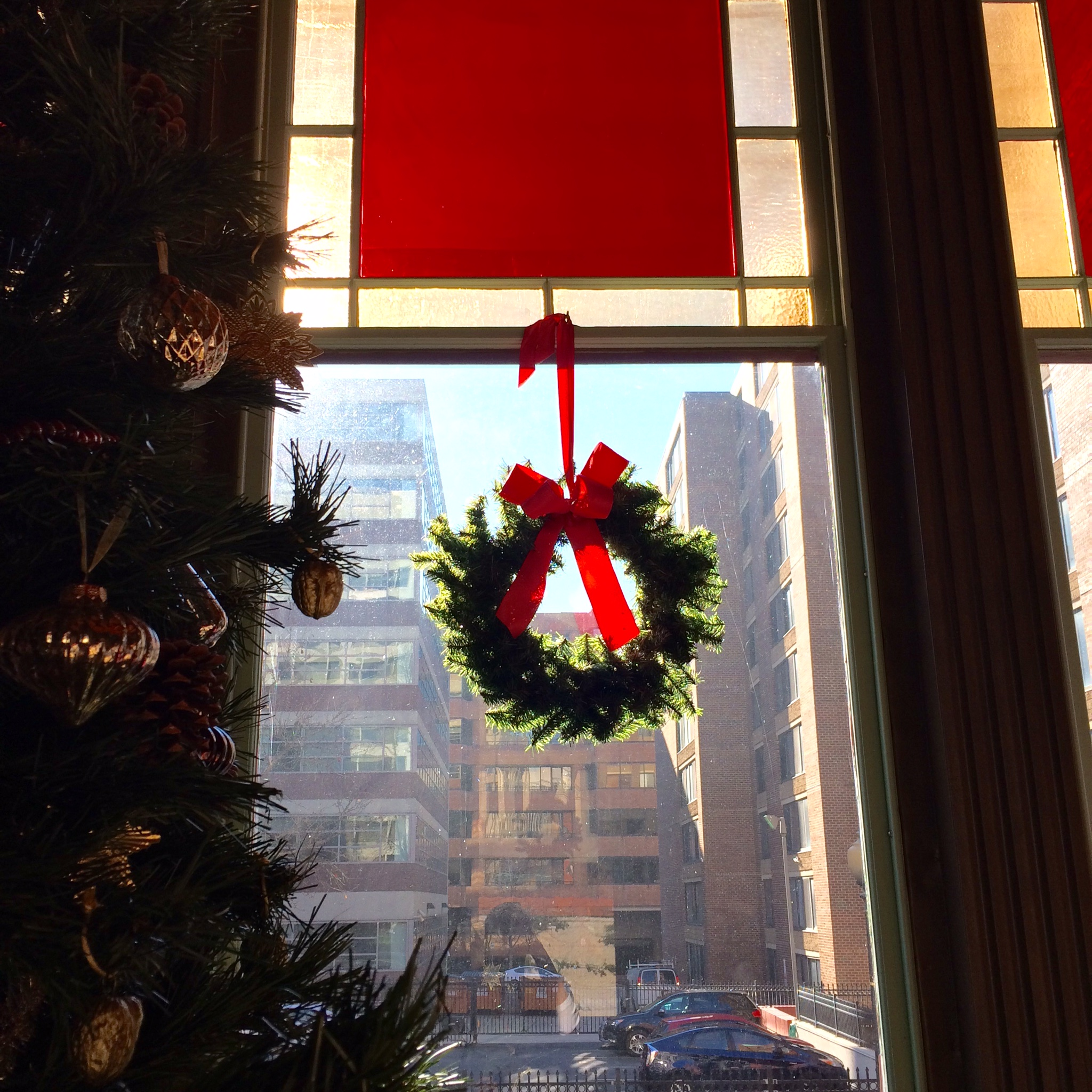 Christmas2015_TreeWindowWreath.jpg