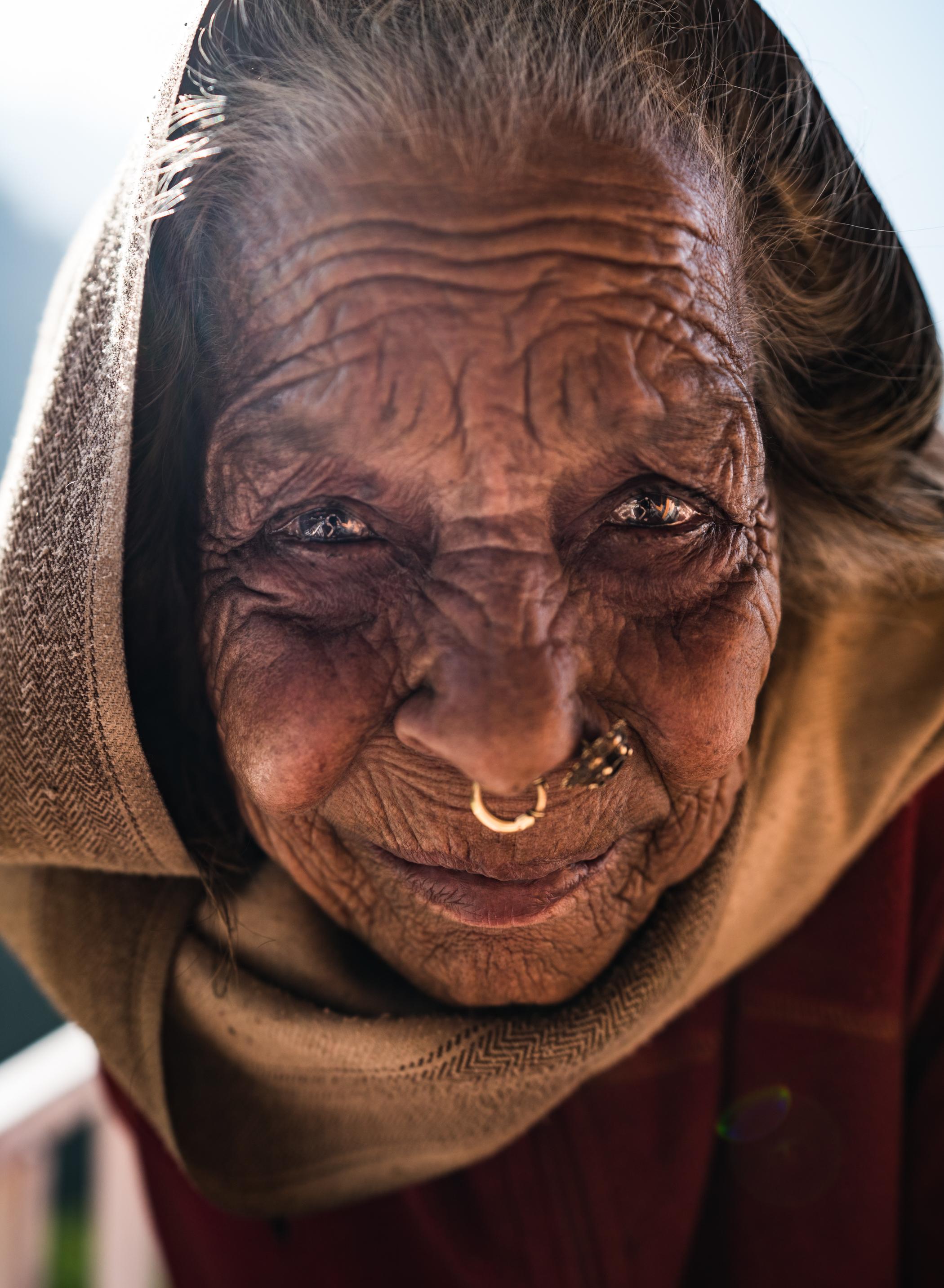 Nepal+Old+woman-1-2.jpg