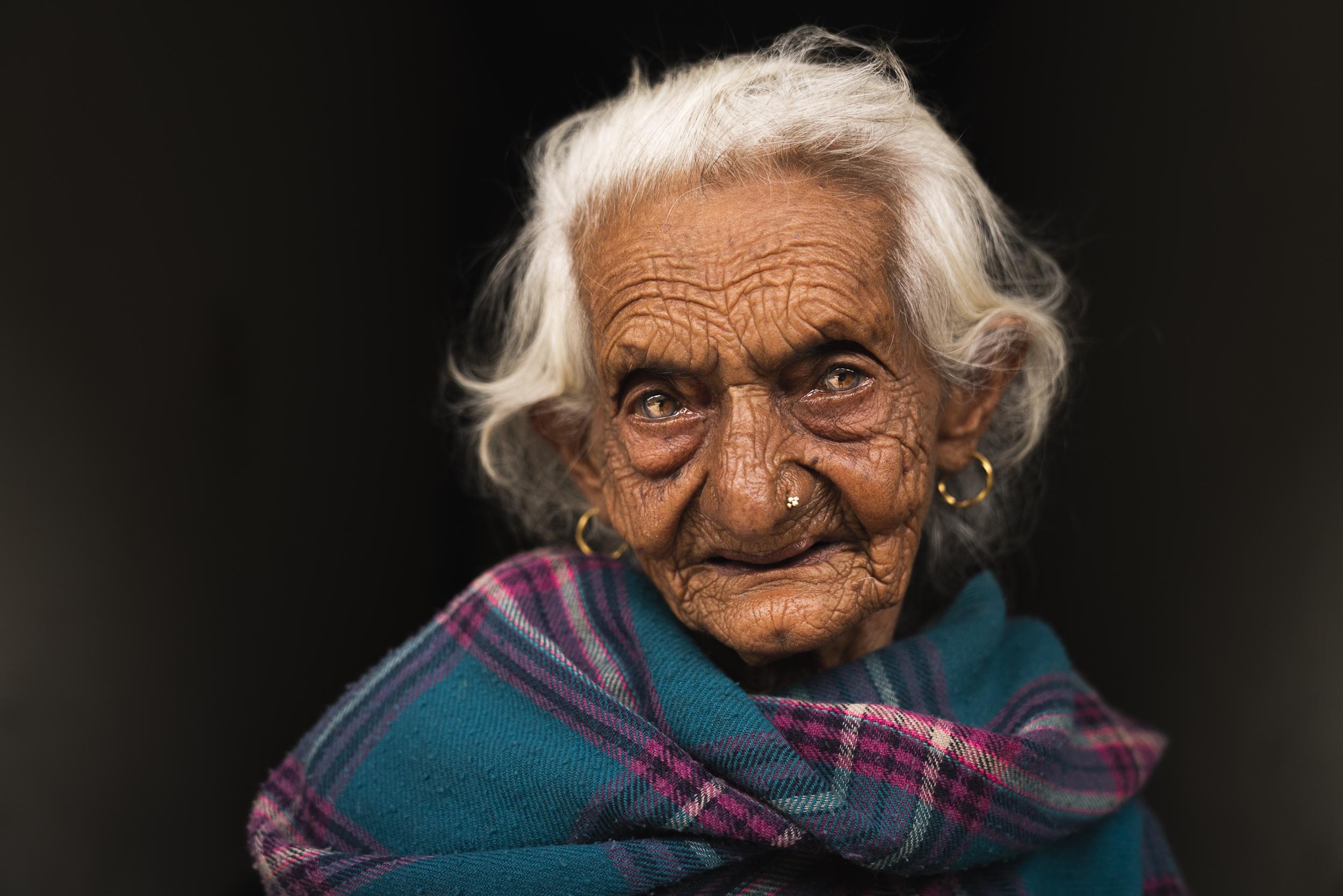 nepal+old+woman-2.jpg
