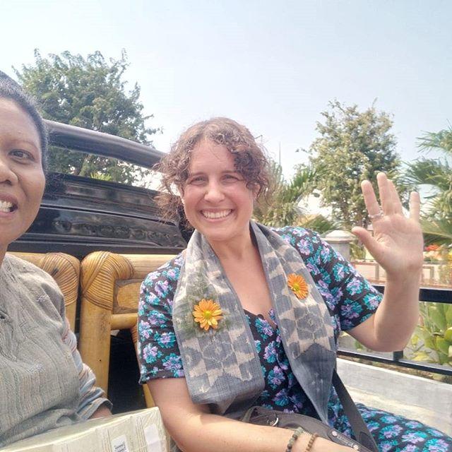 Day 1&2 at Lepo Lorun with @alfonsahoreng. Setting up/ binding the Ikat warp, setting up an additional warp for supplementary weft weaving, followed by dyeing the warp threads using natural dyes that we extracted from local plants-- mangrove, bixa orellana, caesalpina sappan linn, mango bark, curcumma (turmeric), morinder, and indigo. #lepolorunikatflores #naturaldyes #handweaving #sustainabletextiles