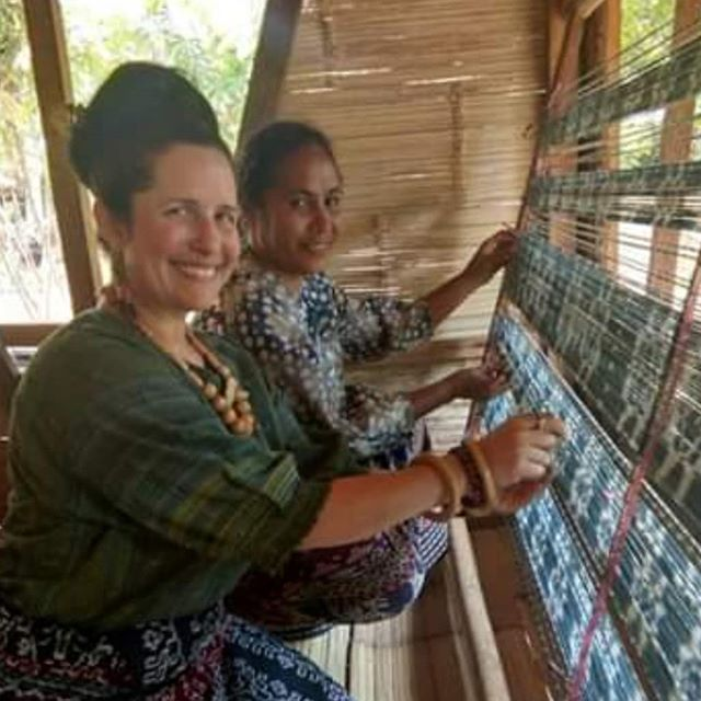 It was tuly an honor to be dressed as a tradional Sikka woman by the women of Lepo Lorun and Alfonsa Horeng Ikat Flores @alfonsahoreng, while working together on what we love ❤. #sustainabletextiles #naturaldyes #handweaving #lepolorunikatflores
