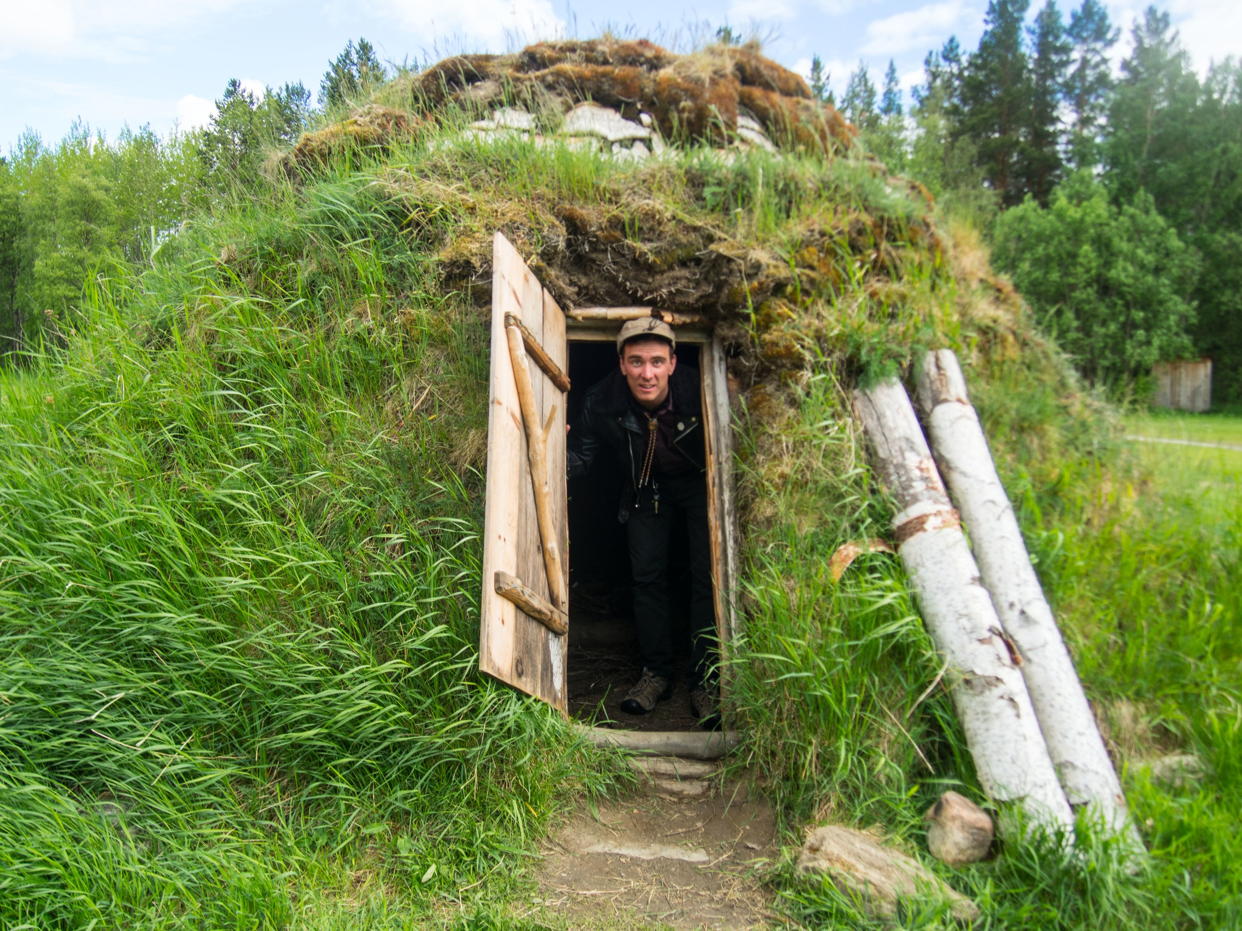 Moss hut- or goahti on the hike