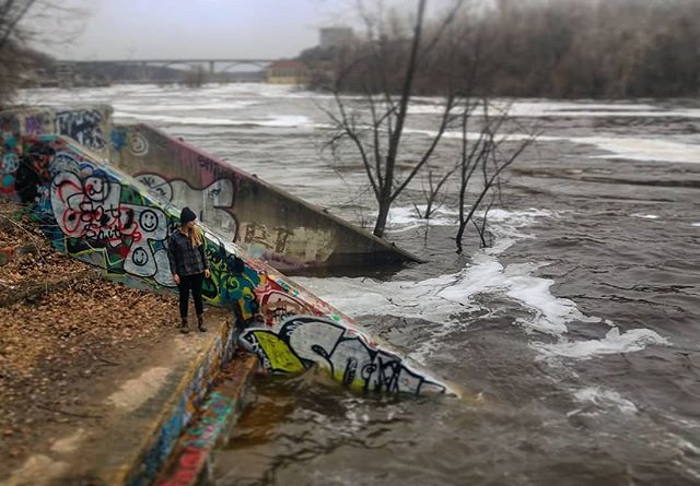 🌊Ole Mississippi River is a 20' stage flood and is rocking 112,000 cubic feet per second. Respect the power of big water. ✌🏽
