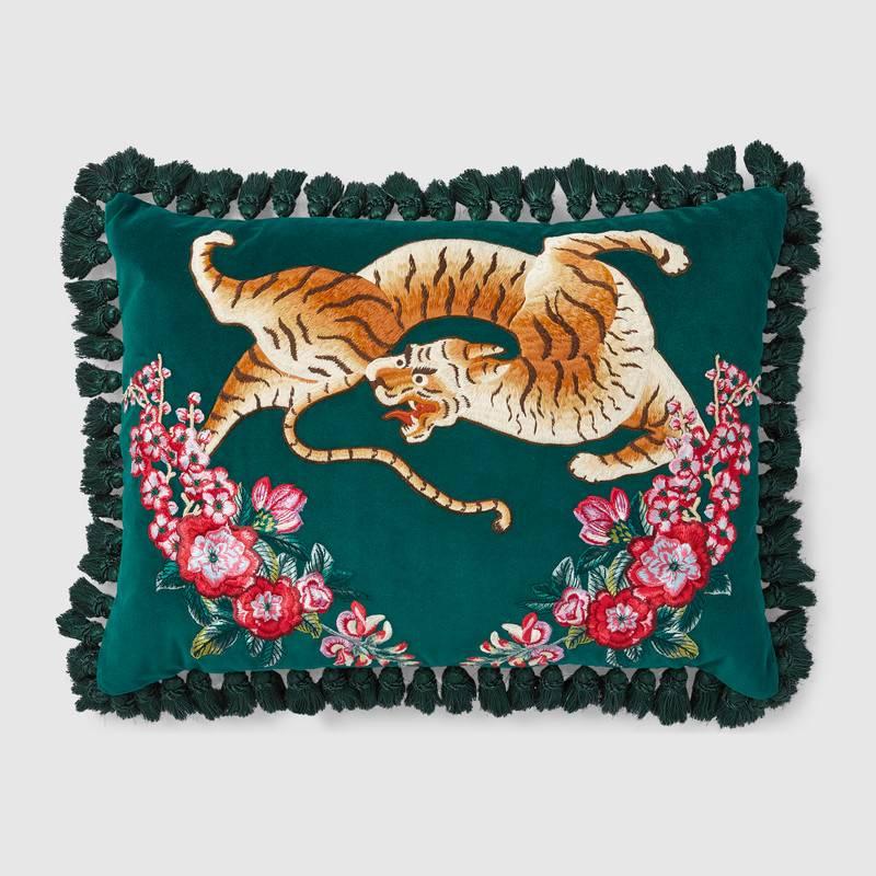 482742_ZAF17_3608_001_100_0000_Light-Velvet-cushion-with-tiger-embroidery.jpg