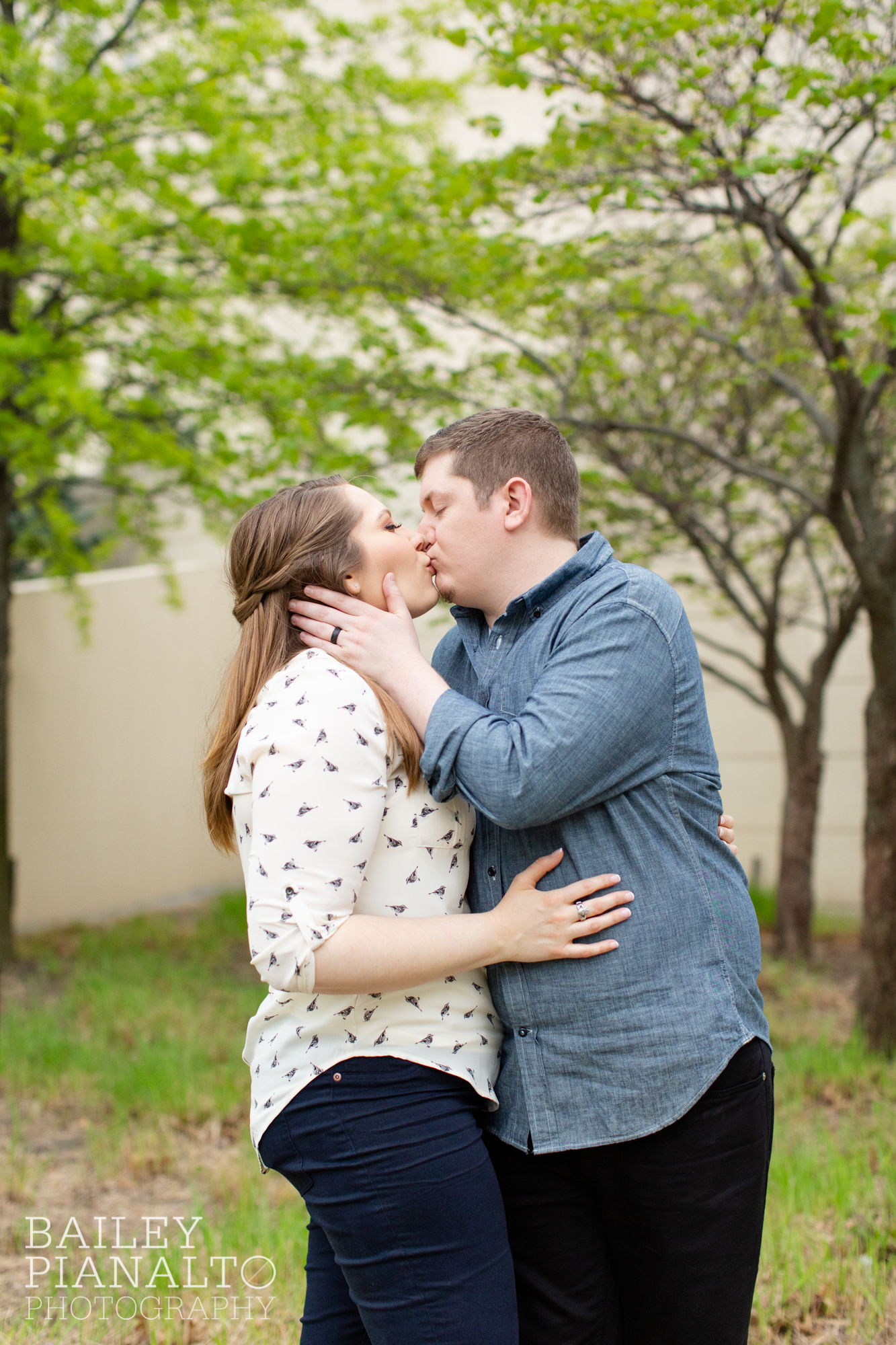Casual Denim & Cream Outdoor Spring Date Night Engagement Session Inspiration | Crossroads Arts District, Kansas City, MO