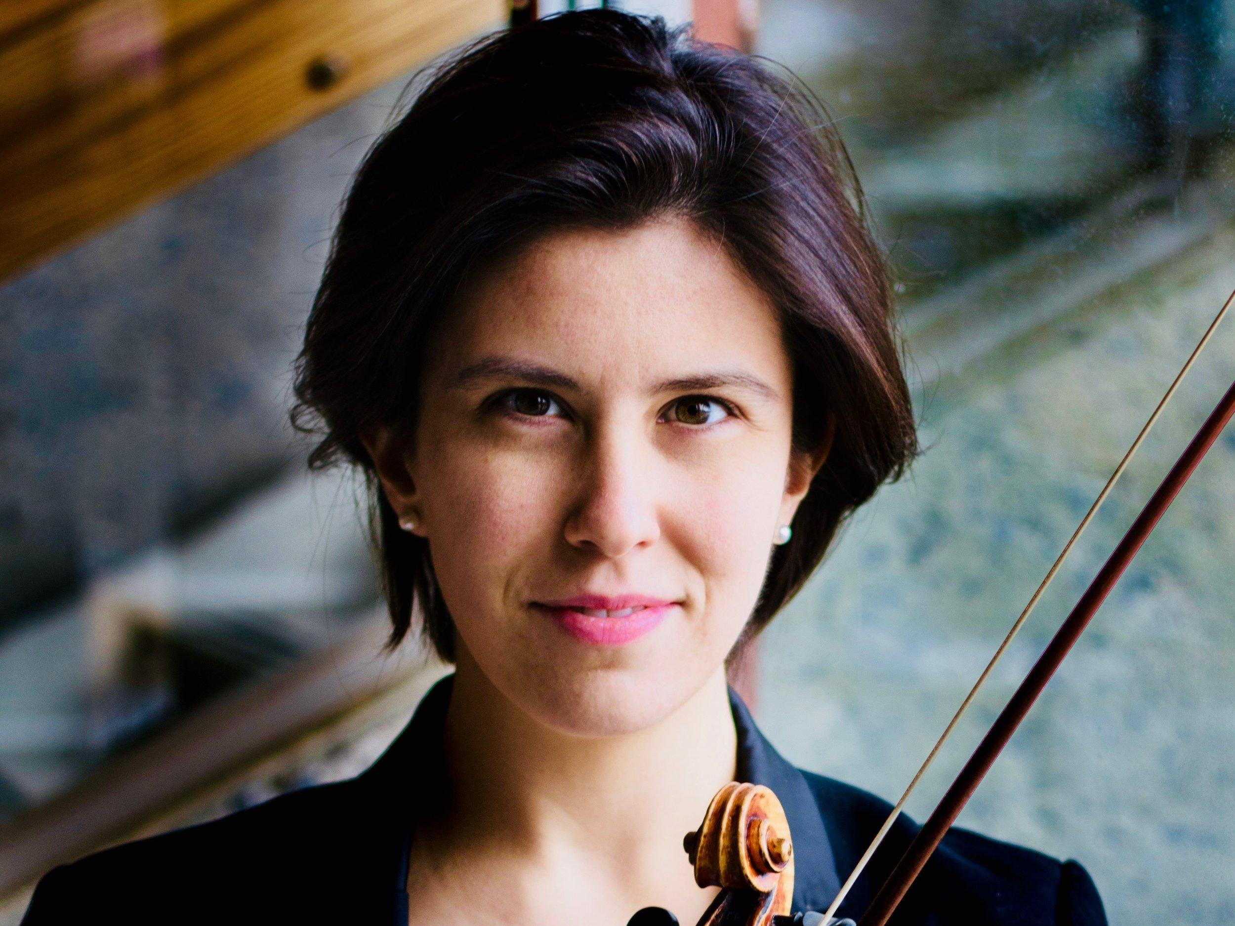 Marie Bégin - violon - La jeune violoniste canadienne Marie Bégin se distingue par sa grande sensibilité et son dynamisme. On a pu l'entendre en récital au Canada, aux États- Unis, en Suisse, en Allemagne, en Autriche, en Pologne, en Angleterre et en France. Elle fut soliste avec l'Orchestre symphonique de Québec, les Violons du Roy, l'Orchestre Symphonique de l'Agora, l'Orchestre Symphonique de Lévis, l'Eurasia Chamber Orchestra, entre autres. Elle est fréquemment invitée à représenter le Canada lors de concours internationaux, notamment lors du célèbre Concours International Wieniawski et, en août prochain, au Shanghai International Isaac Stern Violin Competition.Outre ses nombreux succès en tant que soliste, Marie se passionne pour la musique de chambre. Depuis 2018, elle est premier violon du célèbre Quatuor Saguenay(Alcan).lle commence le violon dès l'âge de trois ans avec ses deux parents, violonistes au sein de l'orchestre symphonique de Québec. Elle complète ses études musicales au sein du Conservatoire de musique de Québec sous la supervision de Darren Lowe, Jean Angers et Andrée Azar. Elle se perfectionne par la suite en Suisse avec le grand pédagogue Zakhar Bron, à son academie. Elle reçoit le support et les judicieux conseils de plusieurs grands musiciens tels que Maxim Vengerov, Pierre Amoyal, Christian Tetzlaff, Augustin Dumay, Miriam Fried, Rodney Friend, parmi plusieurs autres.arie Bégin est boursière du Conseil des Arts du Canada et du Conseil des Arts et des Lettres du Québec. Elle joue sur un magnifique instrument Lupot 1809 gracieusement prêté par CANIMEX.