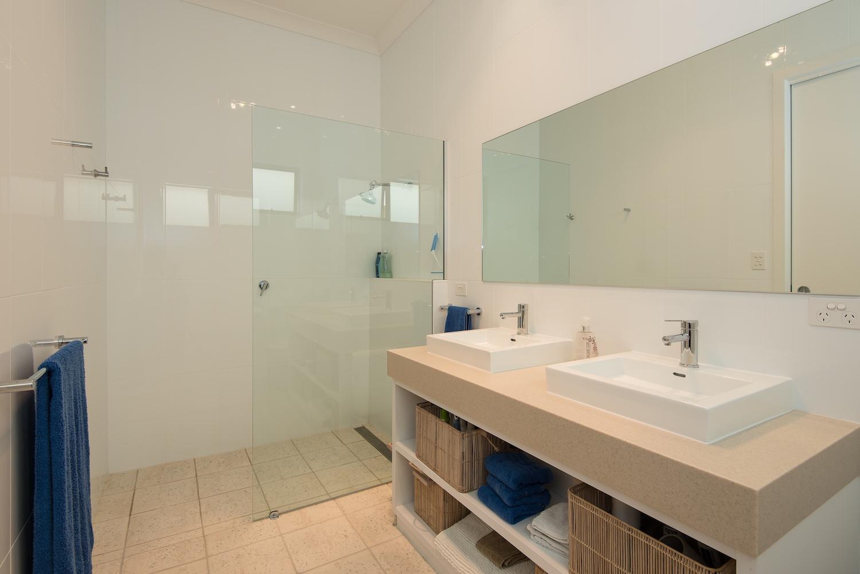 interiors-bathrooms-22.jpg