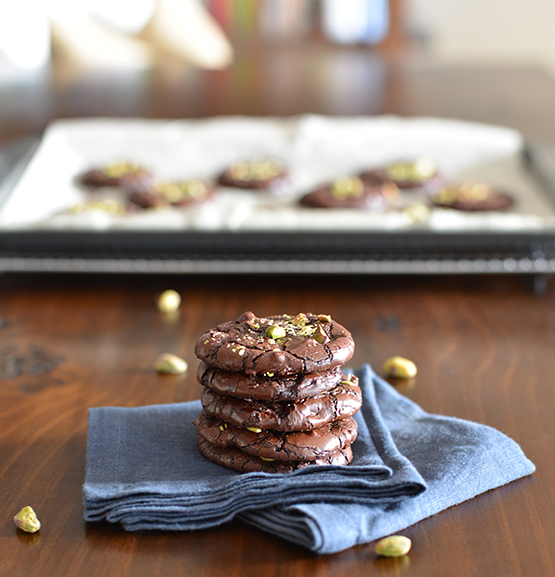 Dark Chocolate Pistachio Crackle Cookies - Global Dish - Stephanie Arsenault