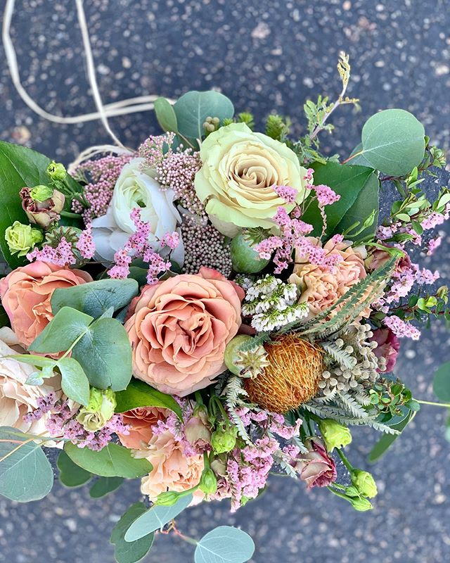 Happy Mother's Day🌸. . #mothersday #mothersdayflowers #stefaniebeilbydesign #springbouquet #bridalbouquet