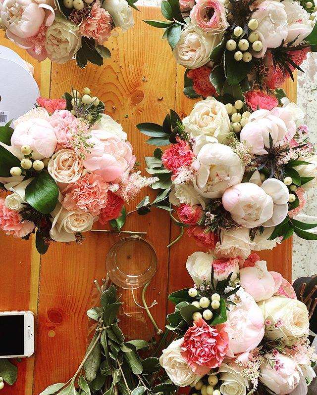 Maids bouquets from wedding No.1 last weekend. . @mo_lo24 . . #mnflorist #mnfloraldesigner #bridesmaids #bridesmaidsbouquet #bridesmaidsbouquet #elegantwedding #elegantflowers #classydesign #springwedding #springweddingflowers #watertownmn #stefaniebeilbydesign