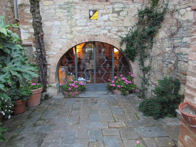 Borgo San Felice, L'Enoteca.jpg