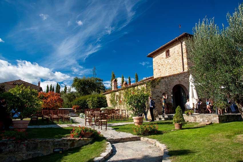 wedding-reception-in-tuscany-casa-cornacchi-01.jpg
