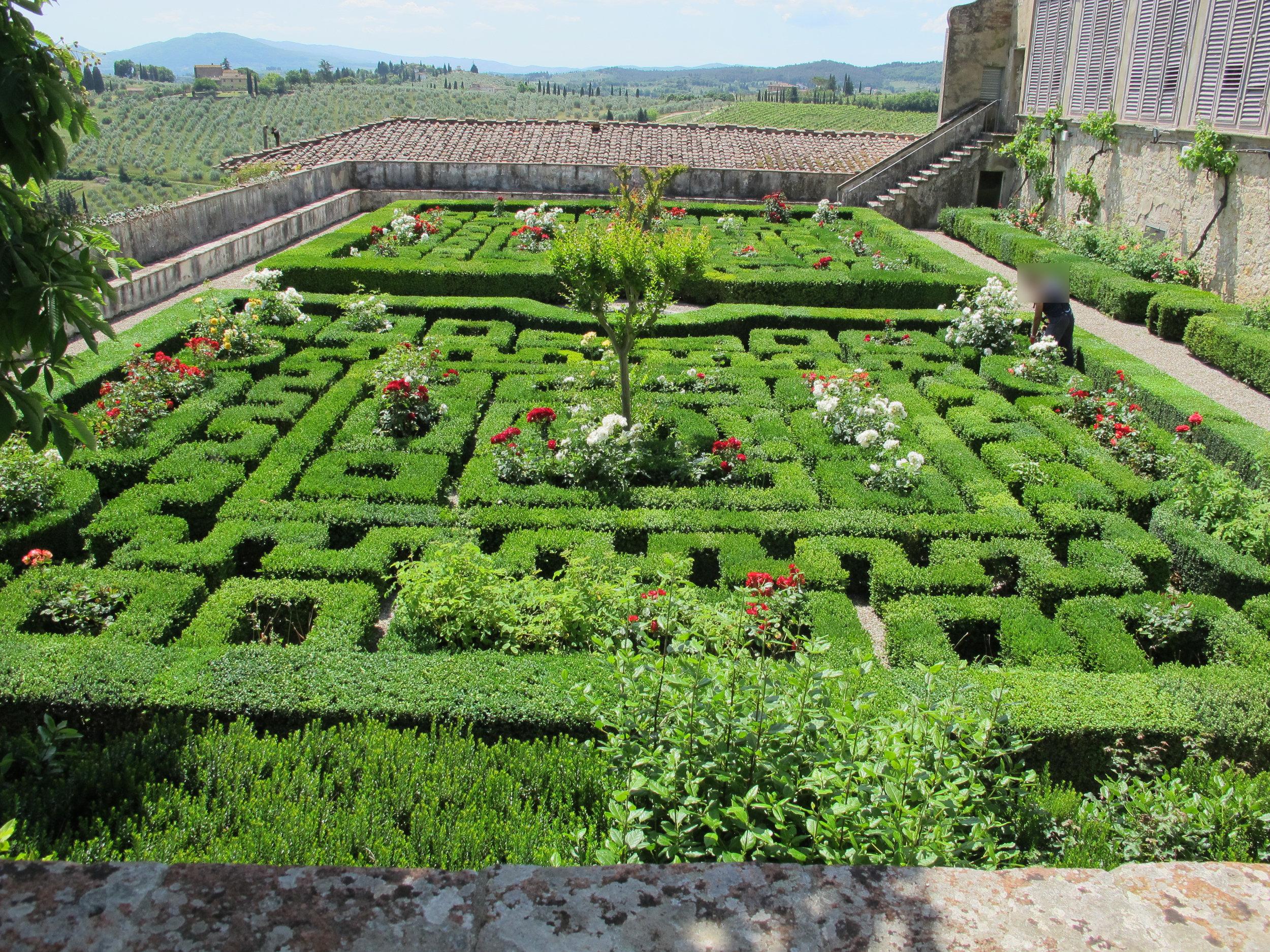 Villa_corsini_di_mezzomonte,_giardino_all'italiana,_terrazza_superiore_02.JPG