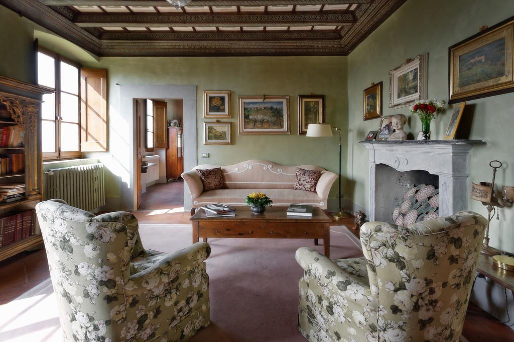 indoor-room-for-tuscan-wedding.jpg