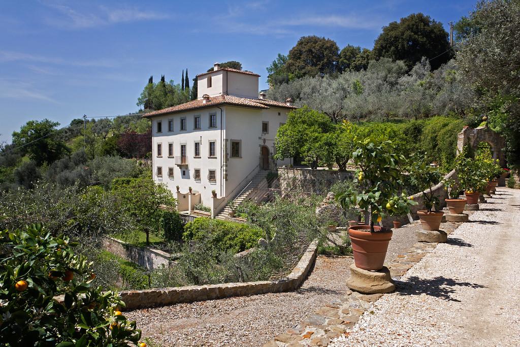 Panoramic-villa-overlooking-Florencce.jpg