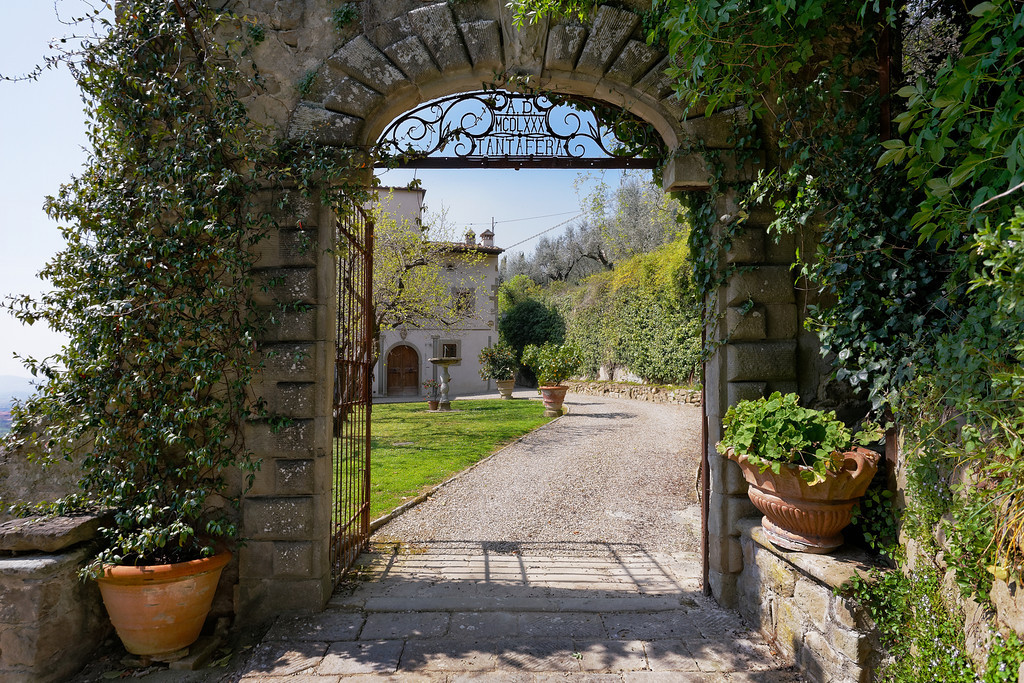 Stunning-wedding-villa-featured-in-style-me-pretty.jpg