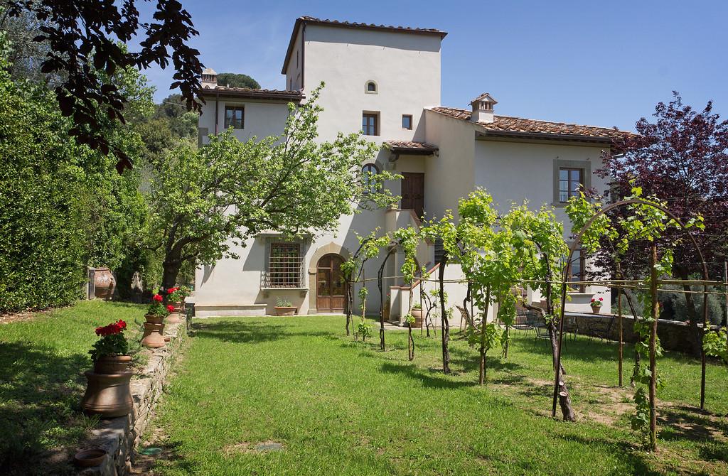 tuscan-wedding-villa-near-florence.jpg