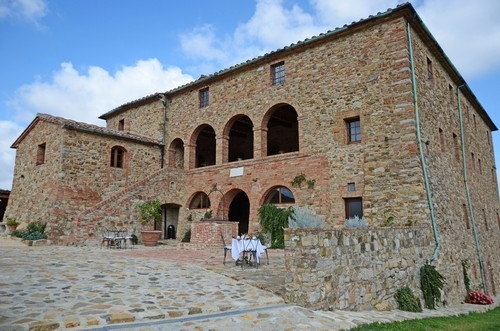 Facade-wedding-farmhouse-tuscany.jpg