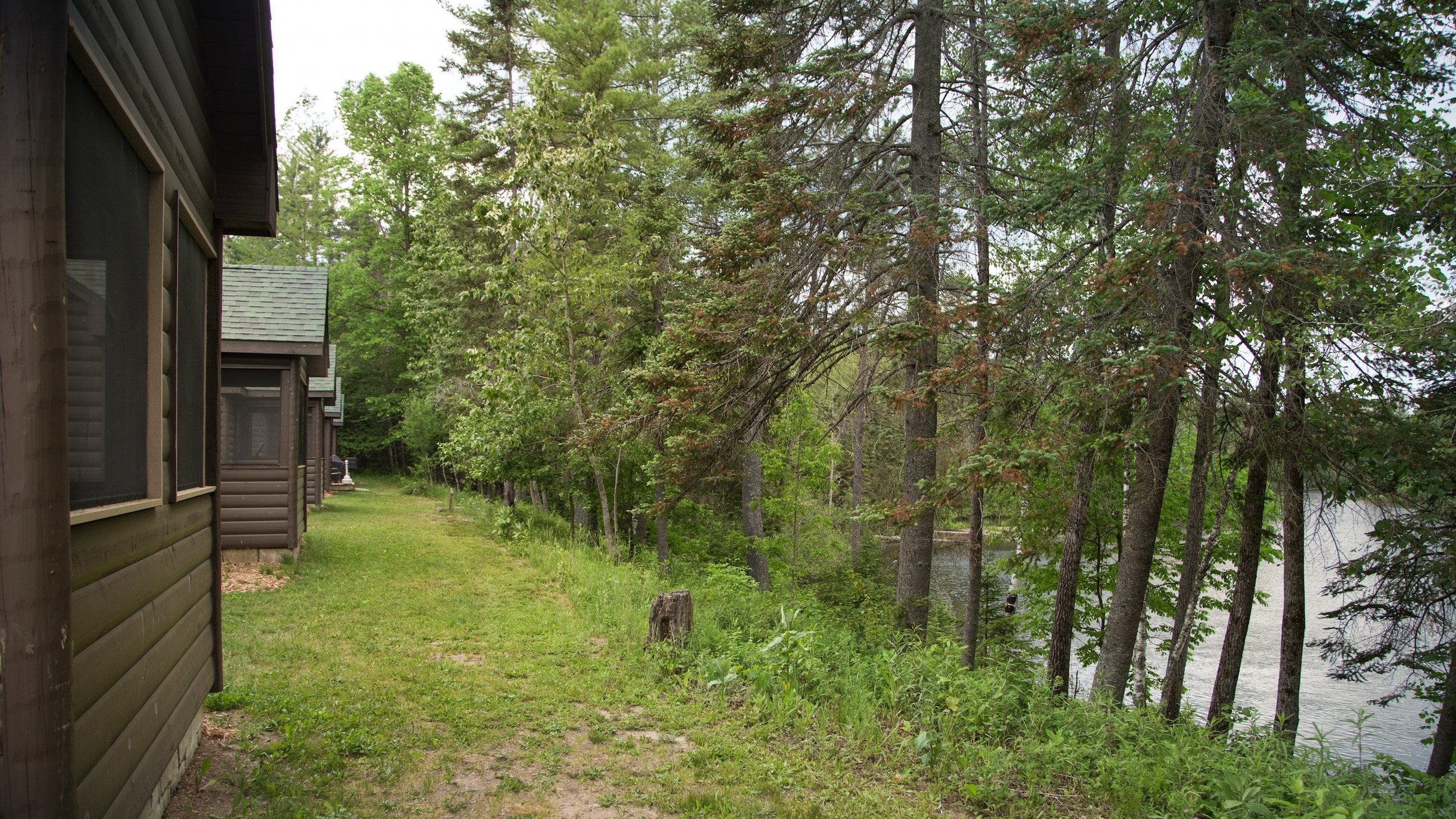 cabins.ext.rr.riverview.jpg