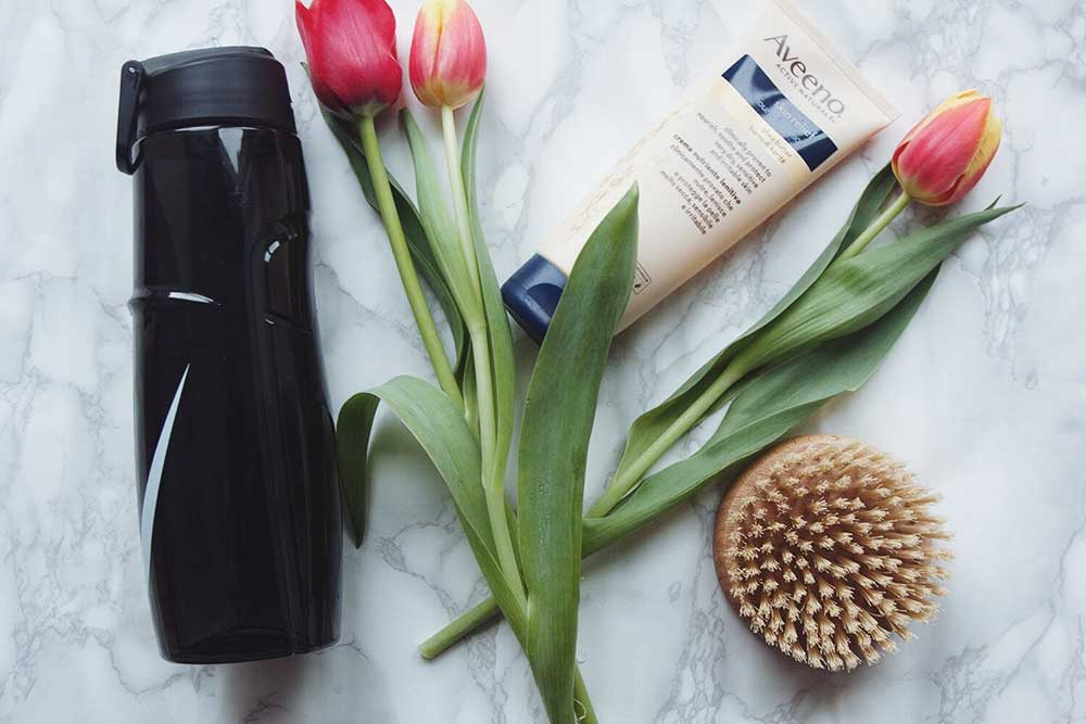 flowers-with-body-brush-water-and-moisturising-cream-for-dry-coeliac-skin.jpg