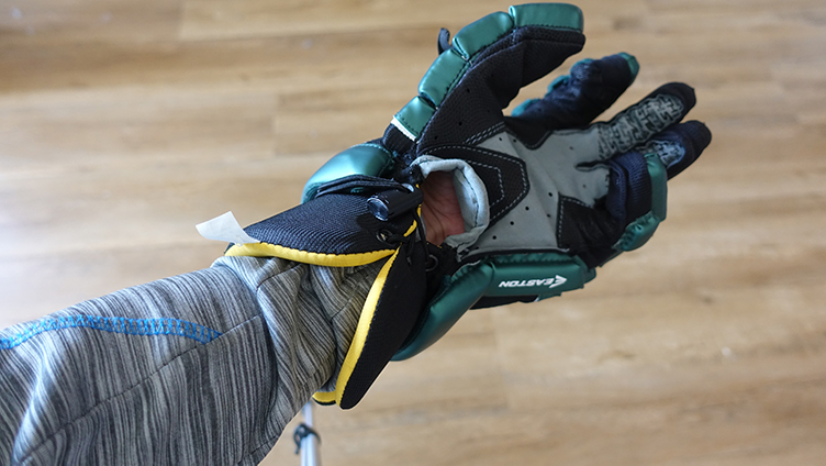 Skirted glove protects the inner wrist with closing wrist pads.