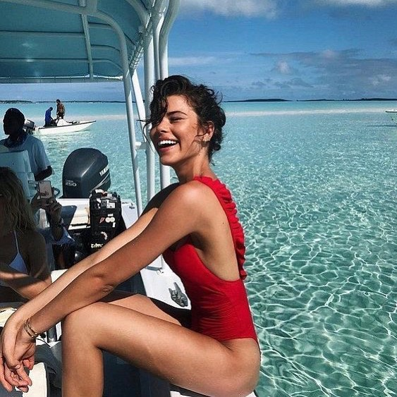 Sun Chasing . . . . . . . . . . . . #bbr #wherewillyoutakeyourbbr #wintersun #travel #travelphotography #wanderlust #maldives
